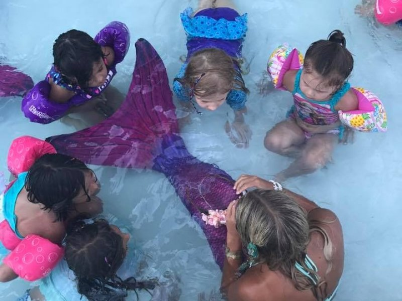 memaid-in-pool-with-children.jpg