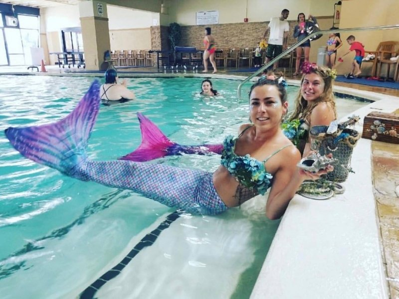 mermaids-lifting-tails.jpg